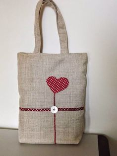 Il gufo e la mucca: una shopper tutta per me - a tote just for me. find this pin and more on fai da te Patchwork Bags, Quilted Bag, Jute Bags, Fabric Bags, Shopper Bag, Diy Bags, Cloth Bags, Handmade Bags, Beautiful Bags