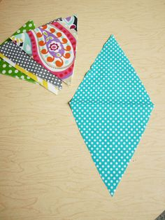 easy bunting instructions--could use for more decoration for the creepy carnival...