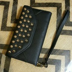 Studded Samsung S4 Wristlet Beautiful Samsung S4 Wristlet with 3 card slots, a money slot and magnetic closing. Only used once. covert Bags Clutches & Wristlets