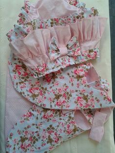 Image gallery – Page 434597432788390537 – Artofit Girls Party Dress, Little Girl Dresses, Baby Dress, Baby Girl Fashion, Toddler Fashion, Kids Fashion, Top Infantil, Baby Couture, Baby Bloomers