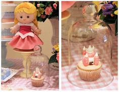 Fabiana Moura - Projetos Personalizados: Festa das Princesas Baby Disney, Birthday Candles, Snow Globes, Prince Party, 5 Years, Log Projects, Gift Boxes, Presents, Fiestas