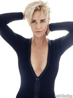 27 Charlize Theron Short Hair Style You Must Try Charlize Theron Short Hair, Photo Mannequin, Charliez Theron, Atomic Blonde, Female Actresses, Foto Art, Jolie Photo, Attractive People, Celebs