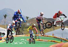 Balance halten: Bei den BMX-Fahrern ist die Sturzgefahr besonders hoch.