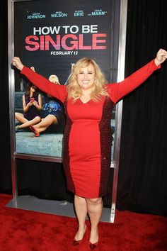 FEBRUARY Rebel Wilson attends the New York premiere of How to Be Single wearing a red Torrid dress Xl Mode, How To Be Single, Pisces Girl, Rebel Wilson, Get Glam, Pitch Perfect, Curvy Women Fashion, Woman Crush, Big And Beautiful