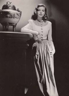 Young Lauren Bacall strikes a pose! For all things Classic Hollywood, visit my website! ❤️ Young Lauren Bacall strikes a pose! For all things Classic Hollywood, visit my website! Old Hollywood Style, Hollywood Fashion, Old Hollywood Glamour, 1940s Fashion, Hollywood Celebrities, Vintage Hollywood, Hollywood Actresses, Classic Hollywood, Vintage Fashion