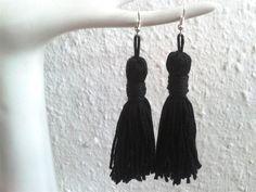 Trendige Quasten / tassel Ohrringe in elegantem schwarz. Auch super als Geschenk zum Geburtstag oder bei anderen Anlässen!