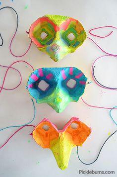 10 ideias de brinquedos caseiros com caixa de ovo- mascaras de coruja