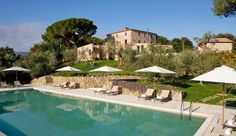 Poggio Piglia: The pool overlooks the vineyards, olive groves and woodland of rural Tuscany.