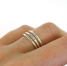 Stackable Name Ring, dainty name ring, personalized ring with your word choice, mom ring, stacking ring – Todo sobre accesorios contigo Zierlicher Ring, Mom Ring, Ring Set, Diamond Wedding Bands, Wedding Rings, Stackable Name Rings, Silver Stacking Rings, Tiny Rings, Ring Designs