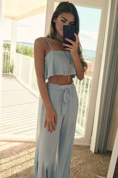 Cute two piece vacation outfit.