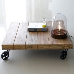 Salon on pinterest tv bricolage and living room tables - Table basse roulette industrielle ...