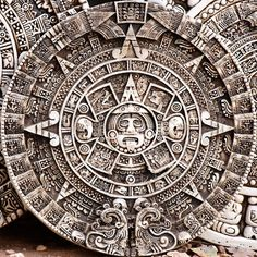 Ancient Aztec Calendar was believed to be one of the most advanced instruments the Maya used it helped them predict many things including solar eclipese. Ancient Aliens, Ancient History, Maya Art, Aztec Calendar, 2012 Calendar, Moon Calendar, Aztec Culture, Aztec Warrior, Inka