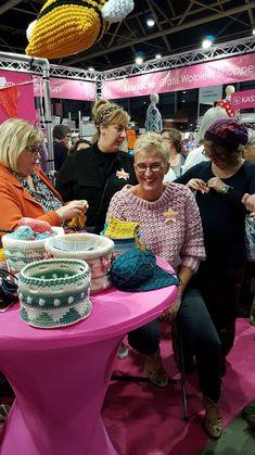 Trui Louise handmade by juf Sas met gratis haakpatroon Crochet Blanket Patterns, Baby Blanket Crochet, Crochet Tops, Blog, Fashion Styles, Vanilla, Kunst, Baby Afghans