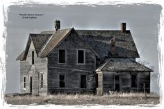 Old Buildings, Abandoned Buildings, Abandoned Places, Old School House, Abandoned Train, Spooky Places, Barn Wood Frames, Horror House, Old Farm Houses