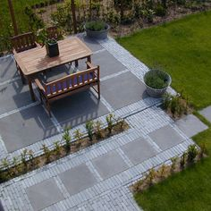 Gardening: A Fun and Creative Backyard Project Garden Paving, Garden Pool, Garden Paths, Back Gardens, Outdoor Gardens, Rock Garden Design, Garden Architecture, Greenhouse Gardening, Contemporary Garden