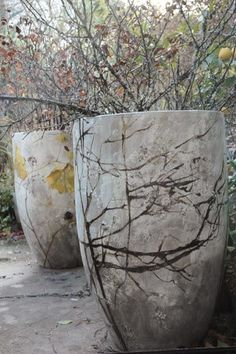 Make light garden art projects with Hypertufa - Container Water Gardens that last . - Make lightweight garden art projects that last long with Hypertufa – Container Water Gardens - Cement Art, Concrete Crafts, Concrete Pots, Concrete Projects, Concrete Garden, Art Projects, Concrete Glue, Large Concrete Planters, Garden Projects