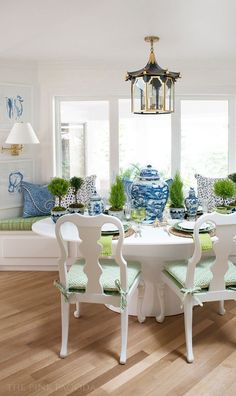 Banquette dining by The Pink Pagoda for The Fall 2017 One Room Challenge™ with art by Christina Baker, pagoda lantern by Coleen Rider, tabletop styling by Susan Palma, and lots of blue and white mixed with topiaries. Home Interior, Interior Design, Luxury Dining Room, Boho Home, Décor Boho, Luxury Kitchens, White Decor, Dining Chairs, Banquette Dining