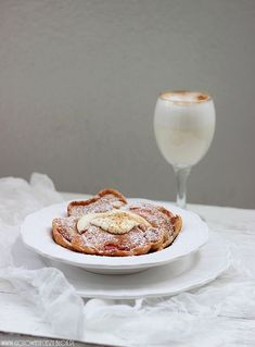 Amazing apple and cinnamon pancakes with mascarpone sauce. (Scroll down for English)