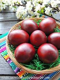 Secretele bucatariei noastre: CUM VOPSIM OUALE CU FOI DE CEAPA? Ornament Pattern, Orthodox Easter, Happy Easter, Easter Eggs, Vegan, Vegetables, Diy, Desktop, Photograph