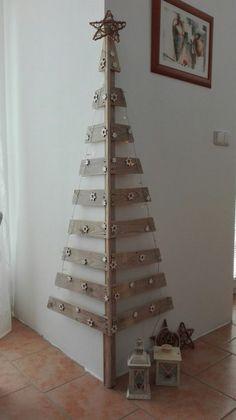 Corner Christmas Tree, Cardboard Christmas Tree, Wooden Christmas Decorations, Unique Christmas Trees, Silver Christmas Tree, Christmas Tree Crafts, Christmas Wood, Christmas Projects, Simple Christmas