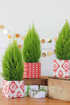 DIY: Fabric-Covered Christmas Tree Box by AliceandLois for Julep