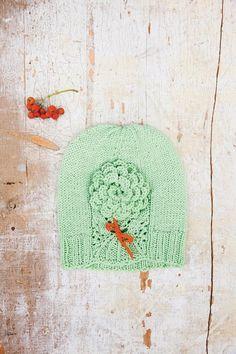 Kevätpipo vauvalle neulotaan kauniilla pitsiraidalla - katso ohje! - Kotiliesi.fi Knitted Hats, Crochet Hats, Ravelry, Kids Rugs, Knitting, Vintage, Design, Decor, Knitting Hats