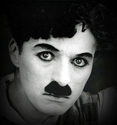 Charles Chaplin ( 1.889 - 1.977 ).  Actor cómico, compositor, productor, director y escritor . . . Una leyenda, un genio y un visionario.