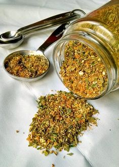 Not sure what goes in a Greek Spice Mix? Neither was I, but I know what I wanted in there! So, this is my version of a Greek Spice Mix. Homemade Spice Blends, Homemade Spices, Homemade Seasonings, Spice Mixes, Homemade Dry Mixes, Lebanese Recipes, Greek Recipes, Greek Seasoning, Seasoning Mixes