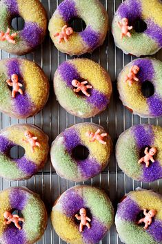 These King Cake Doughnuts are the perfect Mardi Gras treat! Yeasted cinnamon doughnuts topped with vanilla glaze and yellow, purple and green sanding sugar! Baked Donuts, Doughnuts, Chocolate Donuts, Chocolate Recipes, Cuban Bakery, Round Cookie Cutters, Healthy Donuts, Gluten Free Donuts, Vanilla Glaze