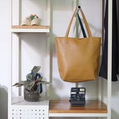 Inframe : Basic tote from @straw_thelabel ; available in three colors black, olive and camel ; IDR 1.500.000 __ Shop now! ORE STORE Untung Suropati 83 Surabaya Mon - Sat ; 11AM - 10PM +6231 5682074 | L: @orestore #ore_store