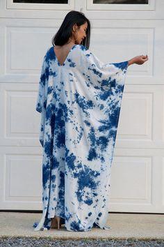 Indigo dyed Kaftan Indigo Shibori Kaftan maxi dress Resort Shibori Tie Dye, Tie Dye Maxi, Tie Dye Techniques, Tie Dye Fashion, Indigo Dye, Tie Dress, Dress Patterns, Textiles, Designer Dresses