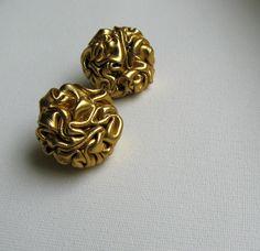 ZLATÉ Textilní náušnice puzetky ze zlaté textilie. Průměr 3 cm.