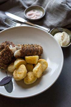 Amaranth-crusted flathead fillets and roasted Sebago potatoes Those Recipe, Seasonal Food, Fish And Chips, Allrecipes, Real Food Recipes, Roast, Potatoes, Fresh, Cooking