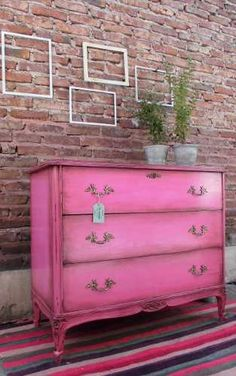 Paint furniture with chalk Hand Painted Furniture, Distressed Furniture, Paint Furniture, Repurposed Furniture, Shabby Chic Furniture, Furniture Projects, Furniture Makeover, Vintage Furniture, Cool Furniture