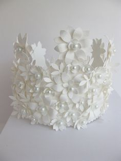 White Crown of Paper and glass pearls  handmade por VintageDiana