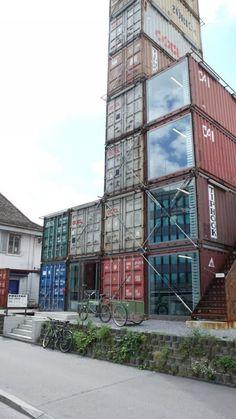 Freitag: Tienda hecha de contenedores en Zurich