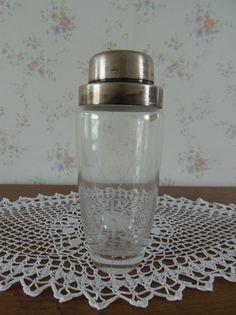 Oude glazen shaker. www.brocantespulletjes.nl