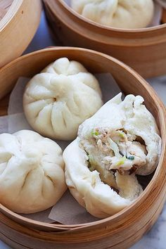Steamed buns with chicken filling (鸡仔包). Chicken Buns, Steamed Chicken, Pork Buns, Steamed Buns, Steamed Food, Garlic Chicken, Steam Buns Recipe, Steam Recipes, Breads