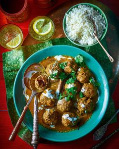 It might seem a long list of ingredients in this kashmiri lamb recipe but all you have to do is throw a few things together and let the flavours mingle. Prune Recipes, Mince Recipes, Lamb Recipes, Meatball Recipes, Curry Recipes, Chicken Recipes, Curry Night, Sweet Potato Curry, Lamb Meatballs