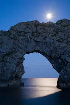 ✯ Durdle Door Under the Moonlight    This is so lovely. I swam through Durdle Door with some special friends many years ago.