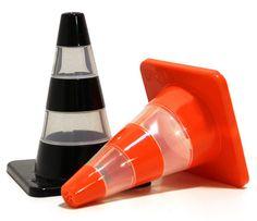 Saleiro e pimenteiro em forma de cones de transito deixam a decoração mais divertida | ROCK'N TECH