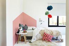 Je kleding mag kleurrijk zijn, dus waarom ook je interieur niet? Laat die witte verfpotten 'ns dicht en breng liever een streep kleur aan op je muren én in je leven. Inspiratie, leuke ideeën en mooie kleurcombinaties ontdek je in het Levis Let's Colour magazine.