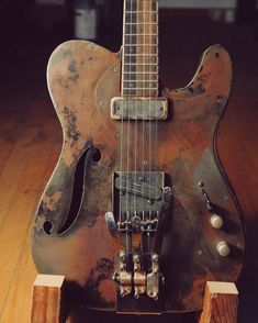Vintage Guitar always supplies the foremost interesting facts for all various kinds of vintage guitars, the great companies that made these guys. vintage guitars for sale Guitar Pics, Guitar Art, Music Guitar, Cool Guitar, Acoustic Guitar, Ukulele, Art Music, Telecaster Guitar, Fender Guitars