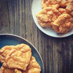 HALLO CLOUD BREAD! Dé nieuwe healthy hype  Let op mijn woorden! In de VS is dit al een mega hit op Insta en Pinterest en hier straks ook. Waarom? Omdat je deze broodjes heel makkelijk zelf maakt en ze zijn: - low calorie (slechts 30kcal p/stuk!) - low carb - geen gluten - veel eiwitten En hartstikke lekker dus! Recept in link in bio  Gaat dat maken! En tag @ilovehealth_ in je foto!! Vind ik leuk om te zien! #cloudbread #cloudbreads #recept #doormeal #ilovehealth #goodfood #lowcarb...