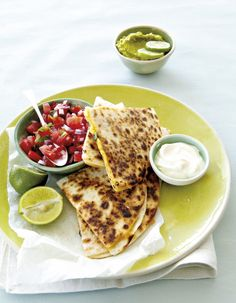 Cheese and olive quesadillas Easy Weekday Meals, Cheese Recipes, Yummy Recipes, Light Recipes, Weeknight Meals, Quesadillas, I Love Food, Soul Food, Food For Thought