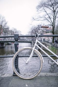 a slow and sustainable trip to Amsterdam - Jessica Rose Williams Slow Travel, Air Travel, Travel Tips, Rotterdam Port, Minimalist Living Tips, Rose Williams, Uk Destinations, Jessica Rose, Responsible Travel
