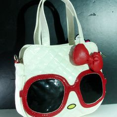 <3 hello kitty sunglasses purse
