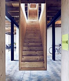 I love how these stairs do NOT hit the ground!!! I would TOTALLY do this!
