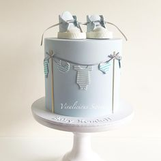 Are you expecting a baby boy? Make sure you get a cake for the shower which reflects just that! We have collected 25 baby shower cake ideas for boys! Torta Baby Shower, Baby Shower Cakes For Boys, Baby Boy Cakes, Baby Shower Parties, Baby Boy Shower, Cake For Baby, Babyshower Cake Boy, Gateau Baby Shower Garcon, Comida Para Baby Shower