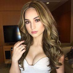 Pretty much Coleen Garcia! Beauty Magic, Hair Beauty, Coleen Garcia, Makeup Looks, Face Makeup, Filipina Beauty, Liza Soberano, Pretty Face, Fashion Beauty